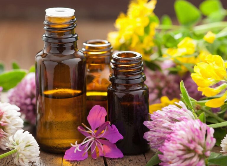 8 Essential Oils And How to Use Them In Your Life